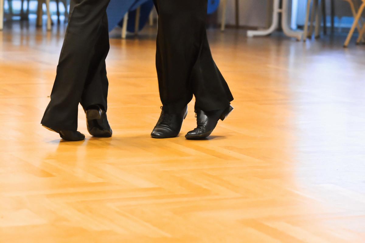 Die Beine von Tanzenden