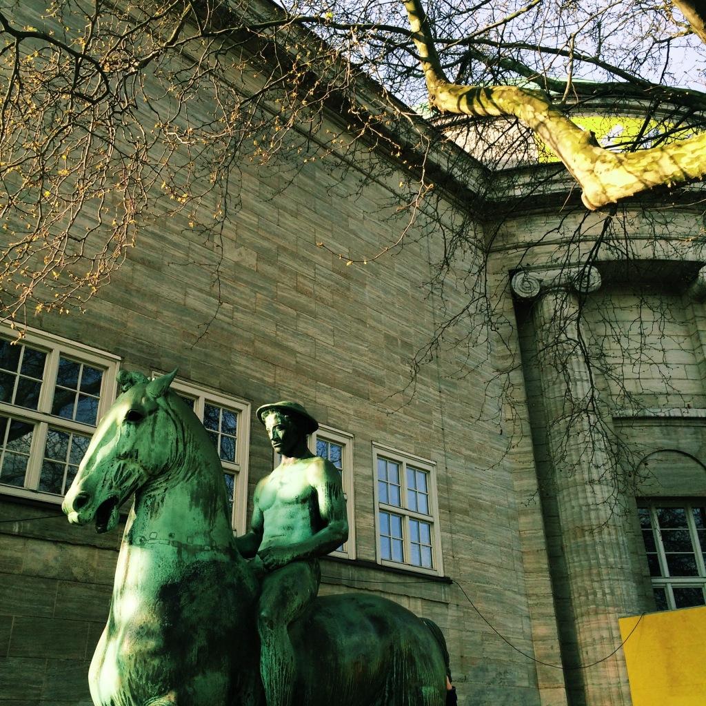 Statue vor der Kunsthalle
