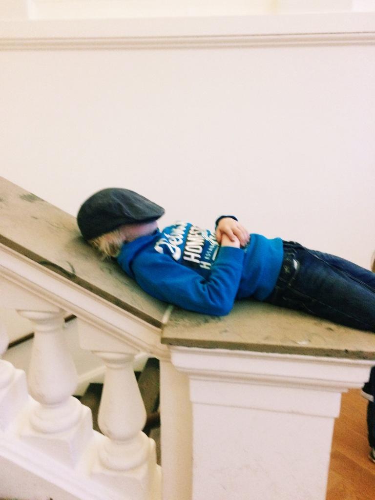 Sohn I schläft im Museum