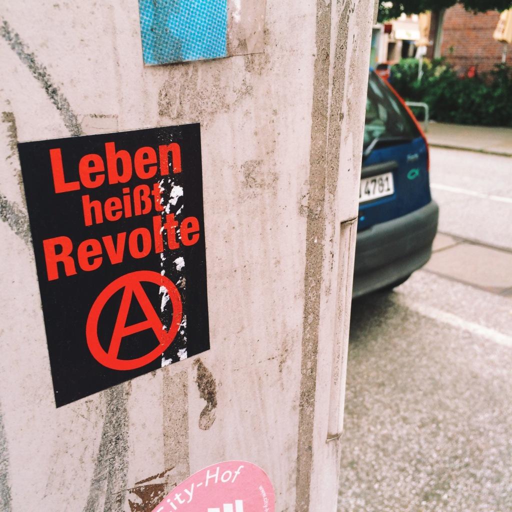 Aufkleber: Leben heisst Revolte