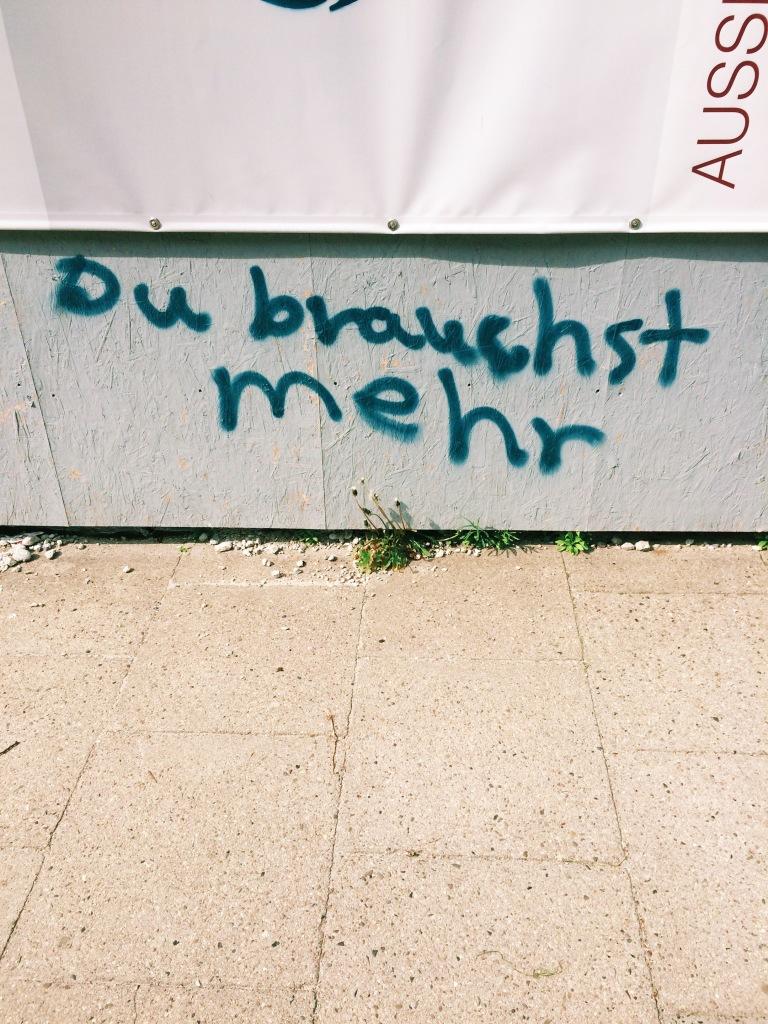 """Graffiti """"Du brauchst mehr"""""""