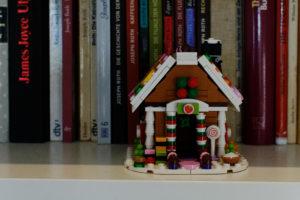 Ein Lego-Lebkuchenhaus
