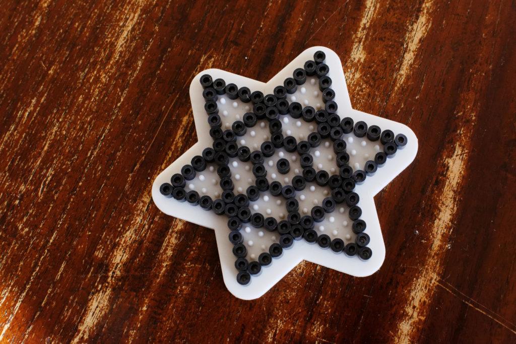 Ein Stern aus Bügelperlen
