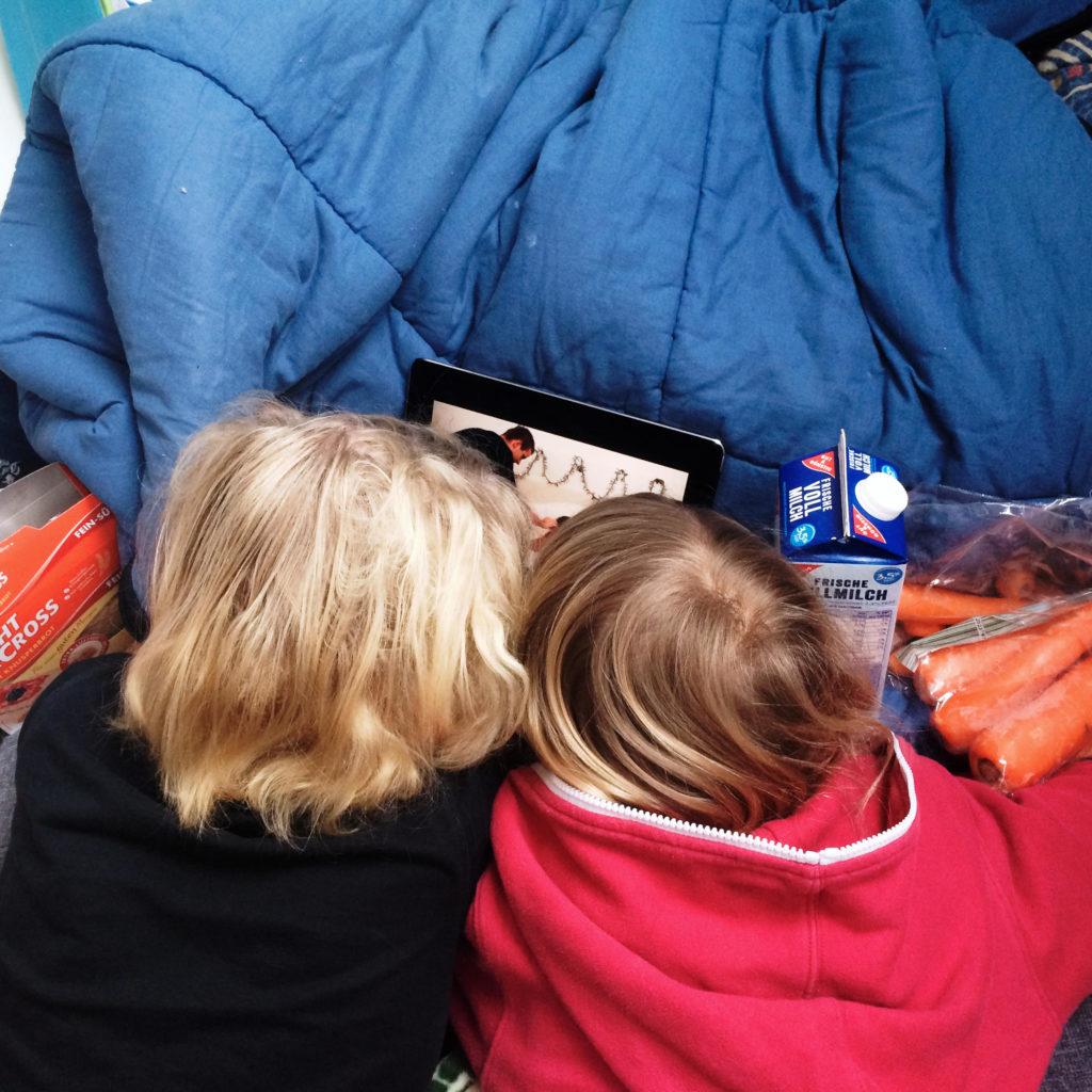 Die Söhne mit dem iPad