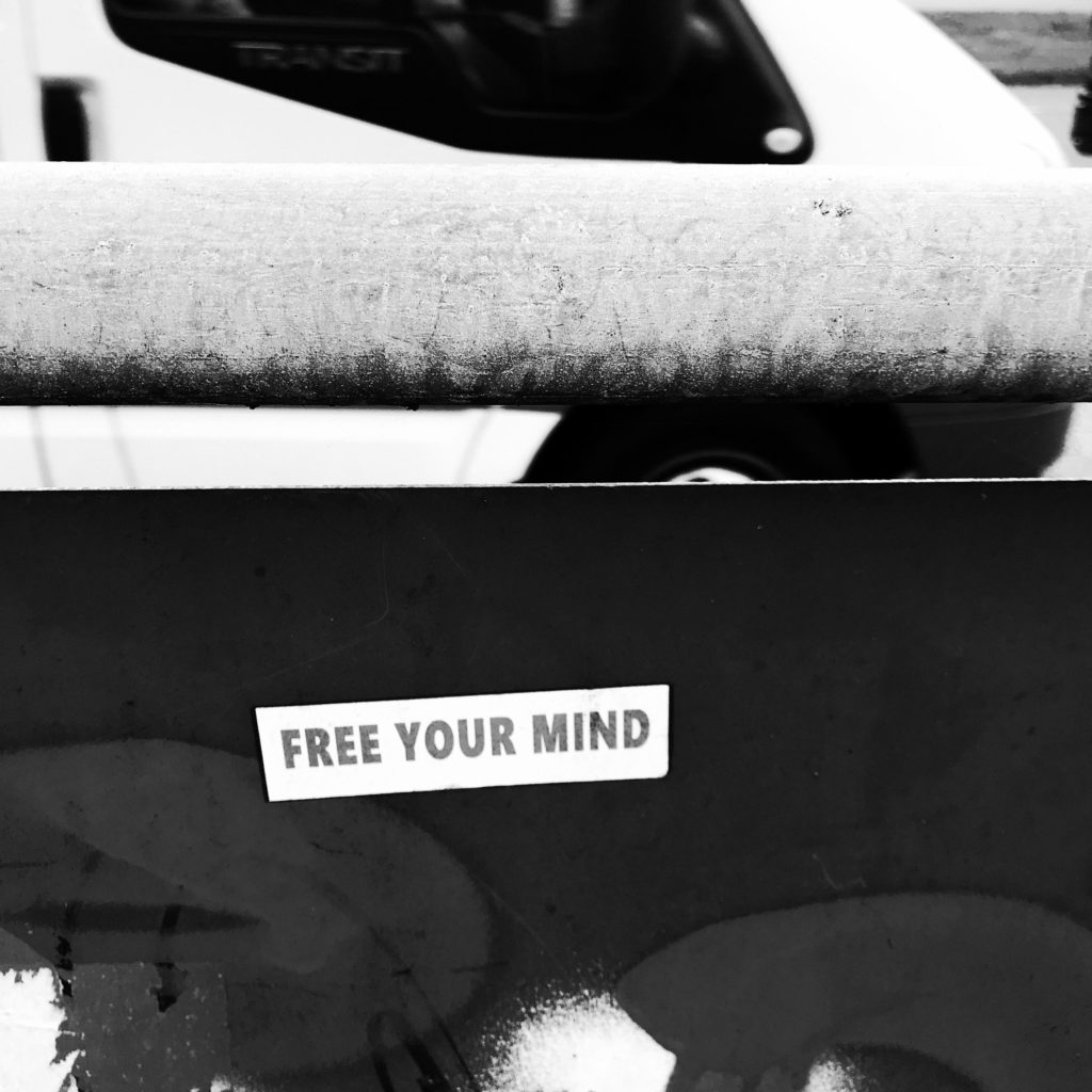 "Aufkleber ""Free your mind"""