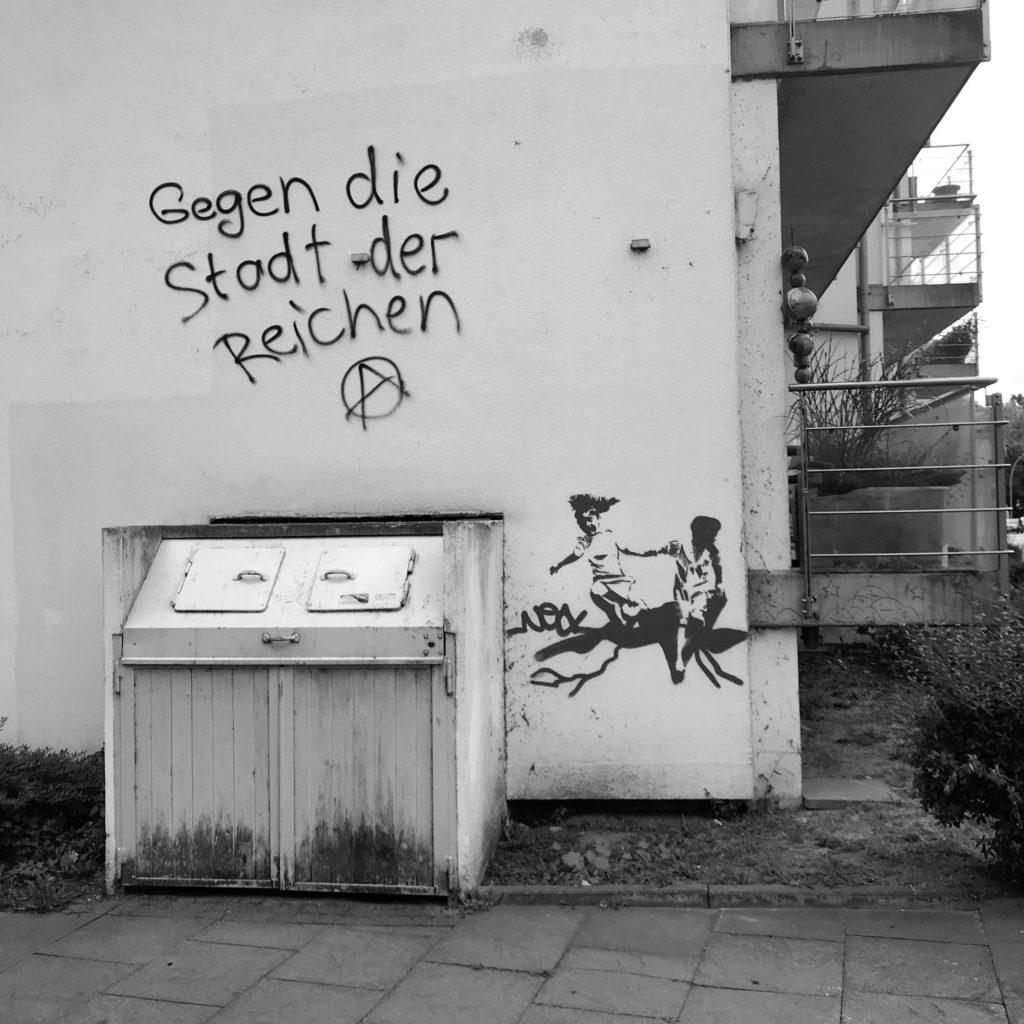 """Graffiti """"Gegen die Stadt der Reichen"""""""